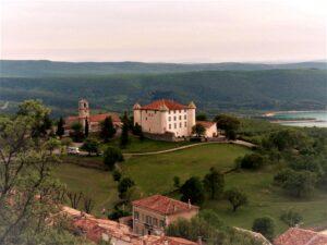 Frankreich Aiguines Blick auf das Schloss