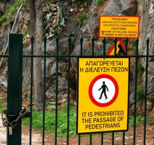 Griechenland Argolis kein Klettern an der Promenade